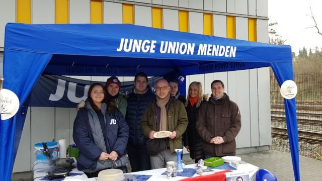 Junge Union backt Waffeln für den guten Zweck